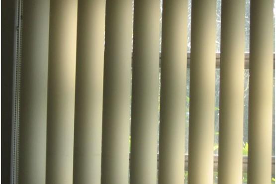 Casa y telas, gama de cortinas verticales.